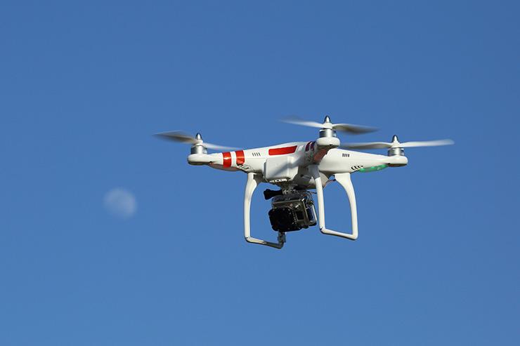 引用元:Drone and Moon
